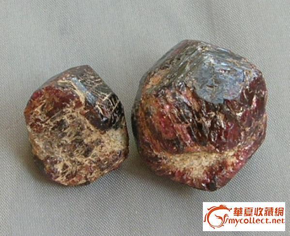二个石榴石原石