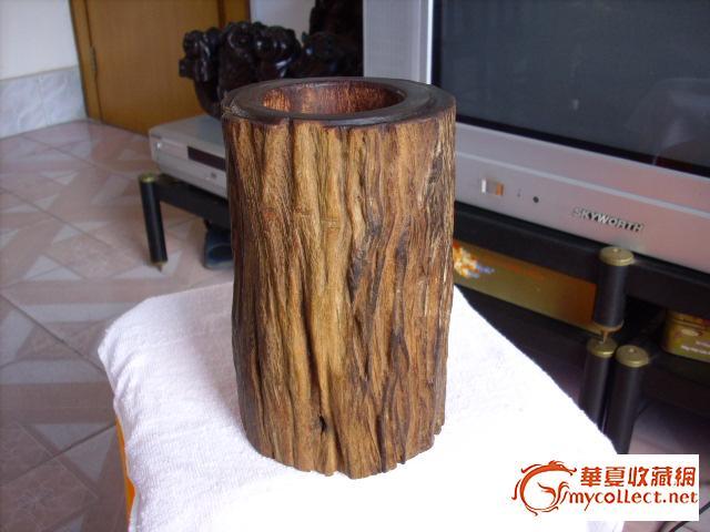 该笔筒用百年老红木制作.自然古朴