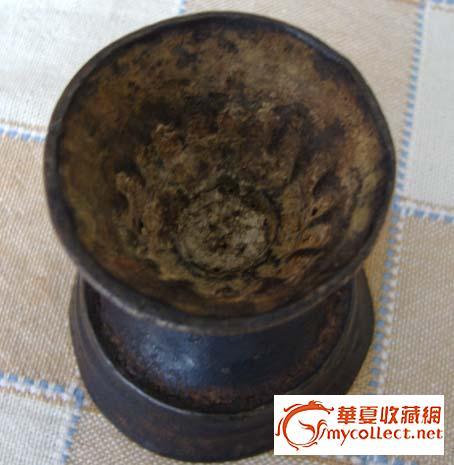 元代藏传佛教青铜莲瓣纹高足酥油灯