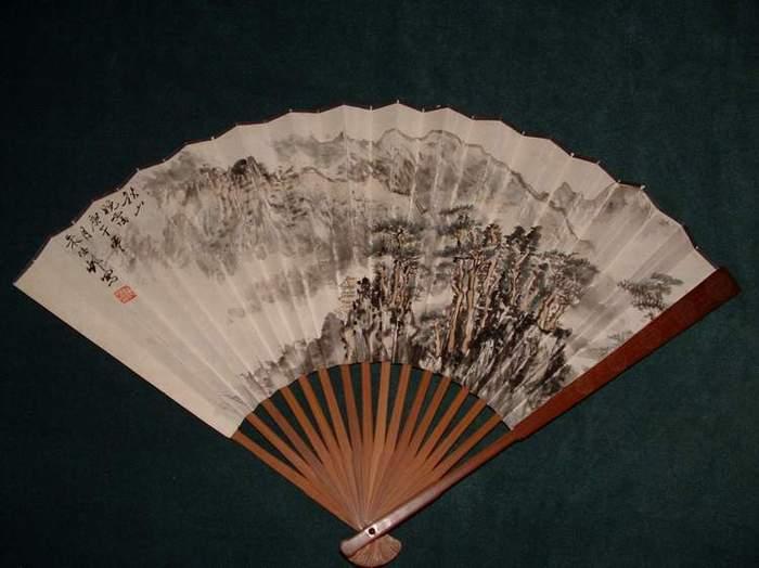 现诚意转让,,,!   这是朱梅村先生画的山水扇子一把,品相完整