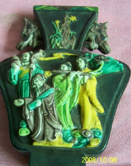 素三彩浮雕八仙过海龙首扁瓶