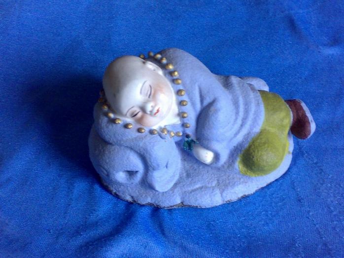 小和尚睡觉瓷雕