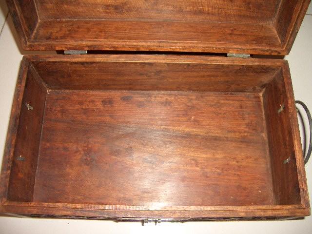 花梨木牡丹花纹盒
