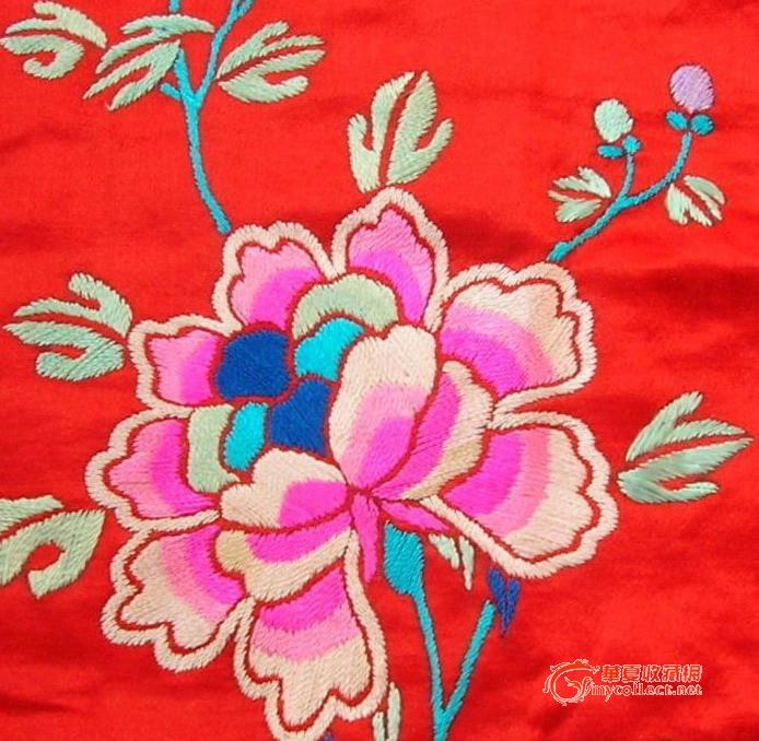 刺绣牡丹红裙子