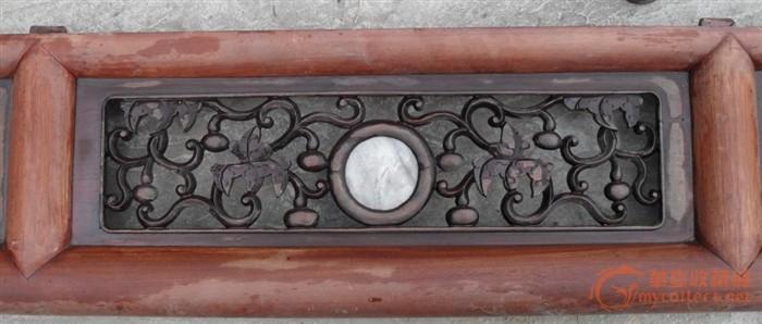 榉木框内红木雕花嵌理石的花板一片