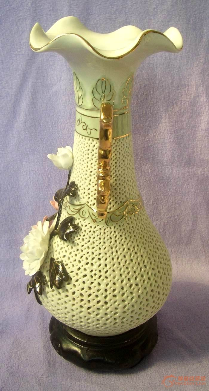 70年代枫溪奖杯捏塑粘贴牡丹冠花镂空花瓶