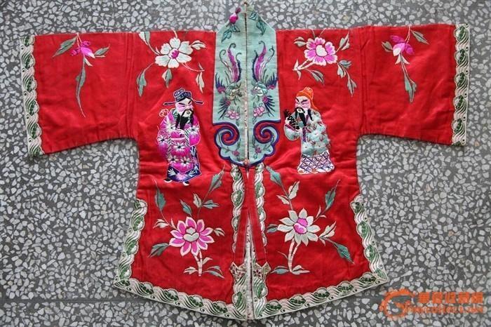 小孩丝绸绣花衣服