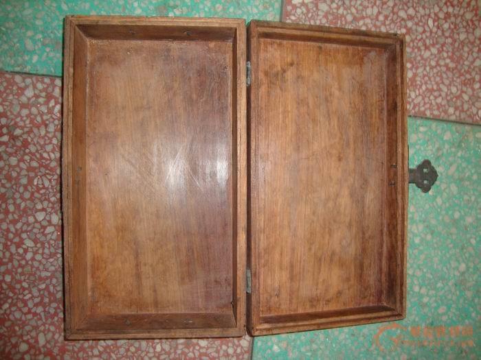 木制盒子一个