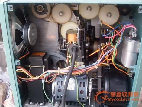 详细描述:80年代美国一体式电影机,内置扩音机,喇叭,使用放映灯泡24v