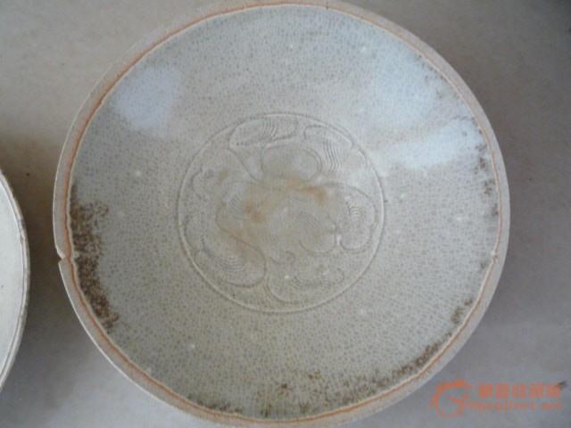 地摊 瓷器 其它 > 出土宋代白舍窑刻画花纹碗