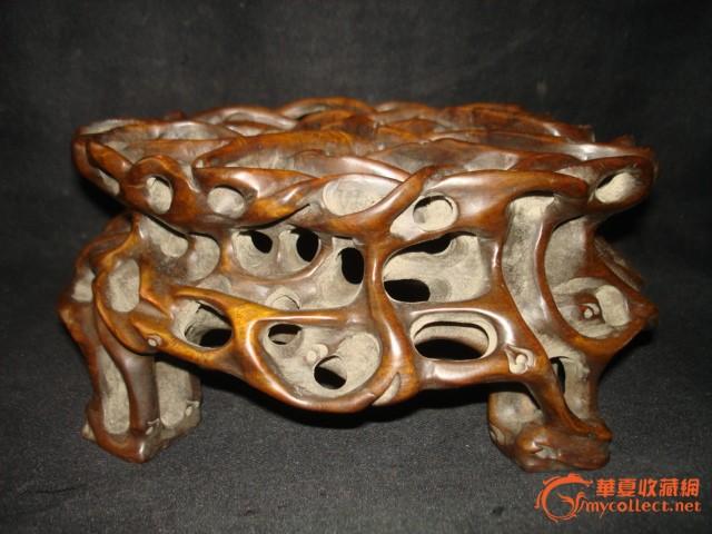 老木头雕刻的连根行底座