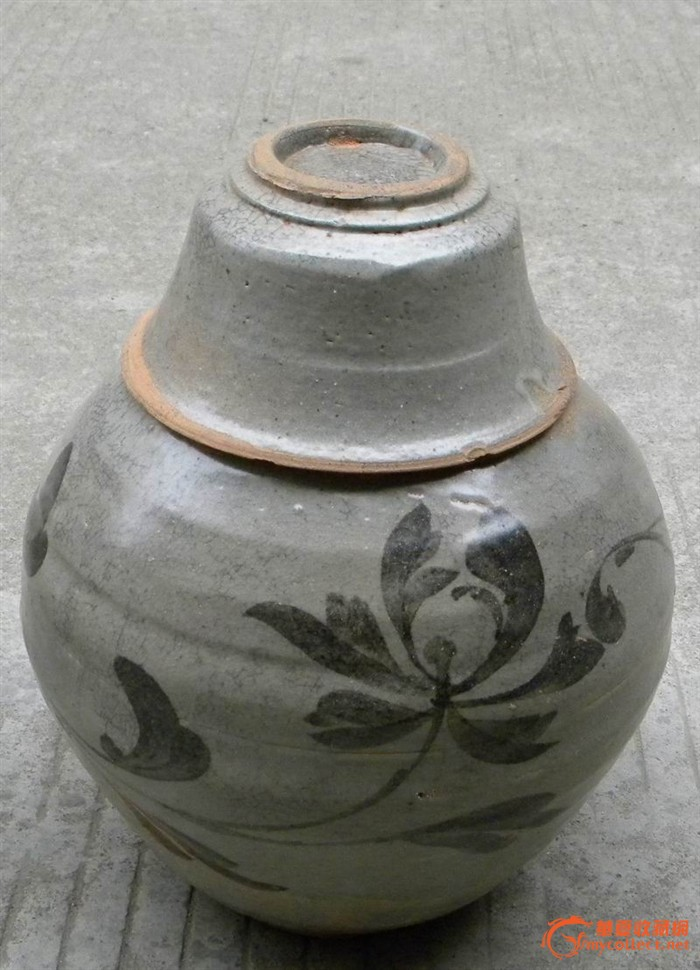 宋代青花牡丹花纹罐