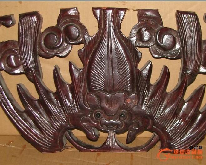 雕工漂亮的木雕大蝙蝠一个