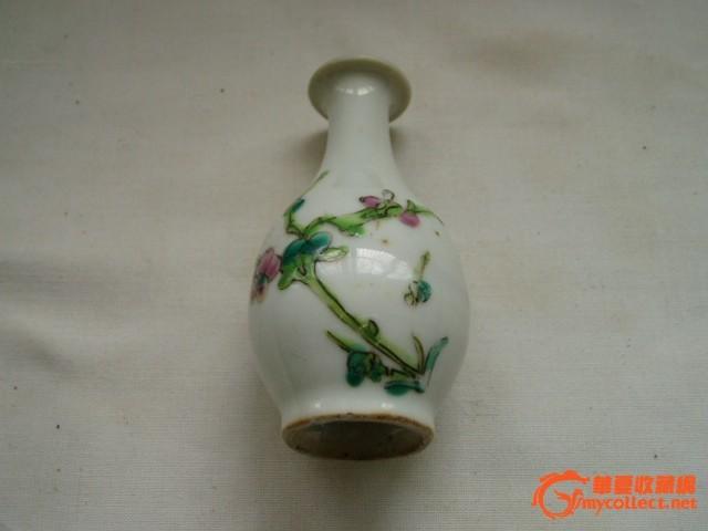 粉彩折枝梅花小花瓶