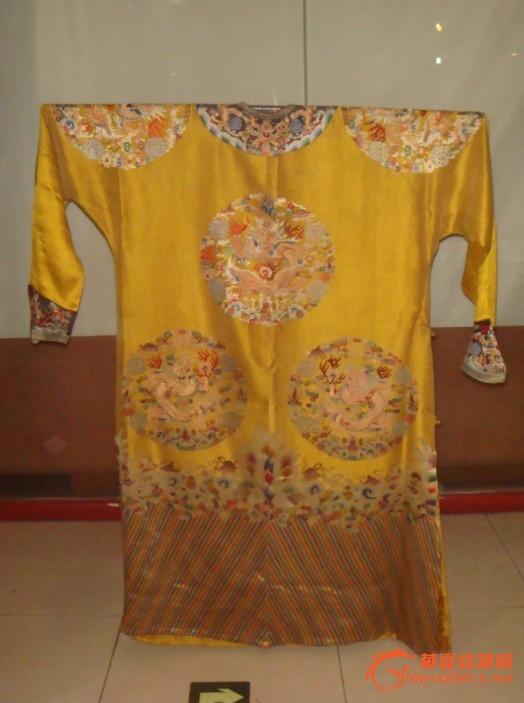 清代刺绣十二章团龙纹龙袍