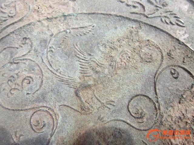 出土唐代人物花纹铜镜