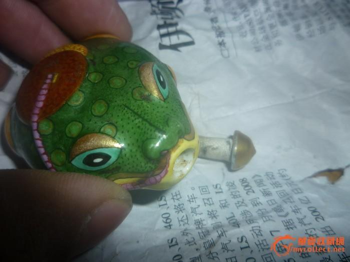 粉彩瓷器鼻烟壶 青蛙