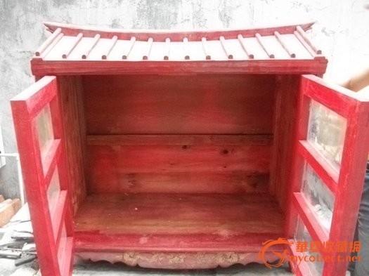 佛龛一个 放佛像的木雕,很漂亮的木房子