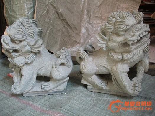 放佛像的木雕,很漂亮的木房子 佛龛一个 放佛像的木雕 就像一大房子一