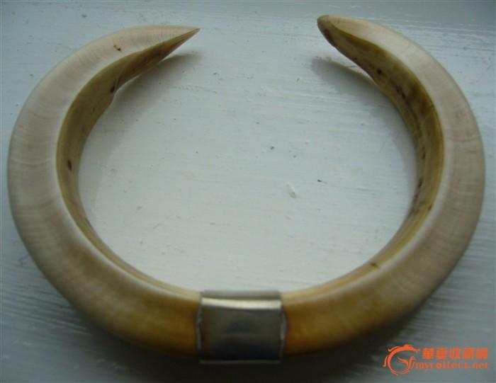 兽牙圈+4条骨雕项链